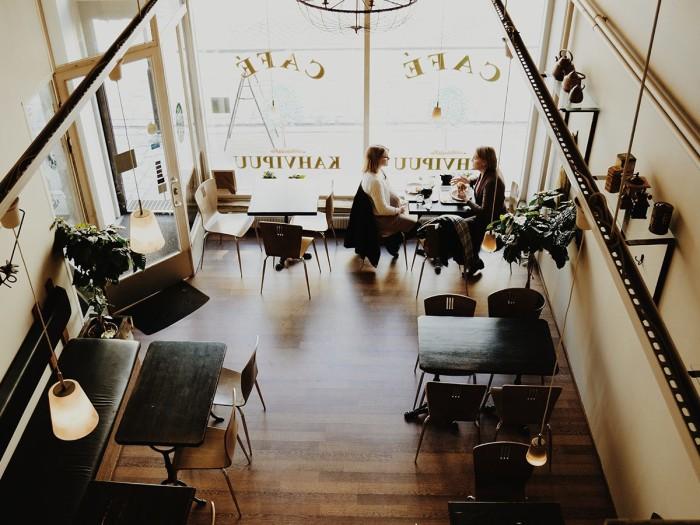 We zijn er voor adviesbureaus, koffiezaken, winkelketens. Voor zorginstellingen, scholen en bedrijfsparken. We zijn er voor U!